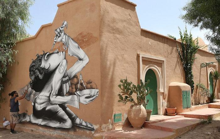 Работа в процессе создания от Claudio Ethos из Бразилии. Проект Djerbahood. Фото:  Mohamed Messara.