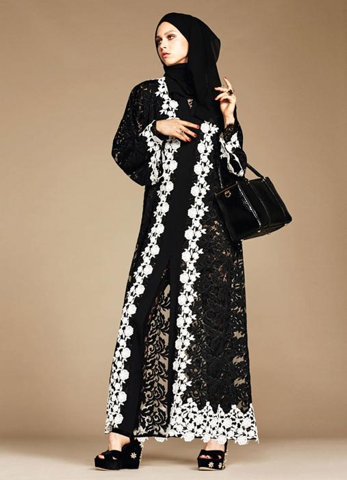 Сочетание разных тканей и контрастирующих цветов. The Dolce & Gabbana Abaya Collection.