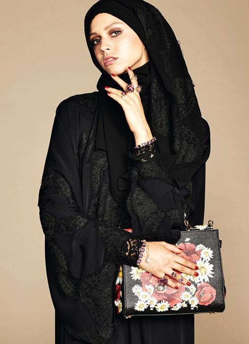 Цветочные принты и обилие аксессуаров.The Dolce & Gabbana Abaya Collection.