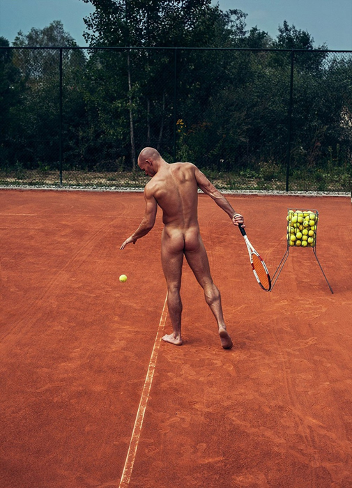 32-летний теннисист Dominik Kruzel, чей девиз *Давай сильнее или иди домой*.
