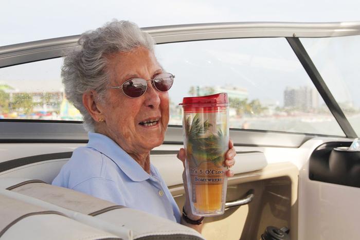 Когда 90-летней Норме диагностировали рак, она отказалась от лечения.