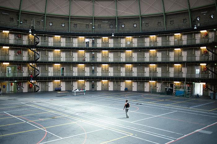 De Koepel в Хаарлеме. Некогда тюрьма, теперь место жительство беженцев.