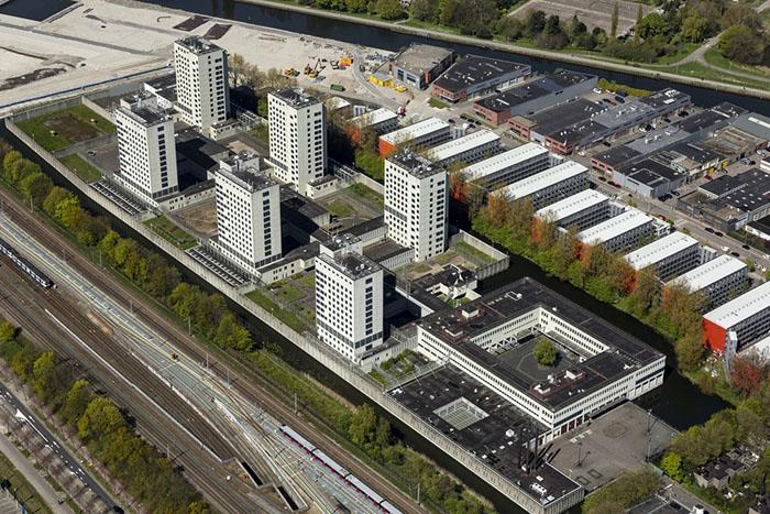 Bijlmerbajes - бывшая тюрьма, теперь жилой комплекс.
