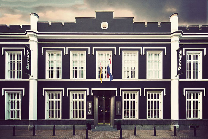 Фасад Het Arresthuis jail - некогда голландской тюрьмы, а теперь отеля.