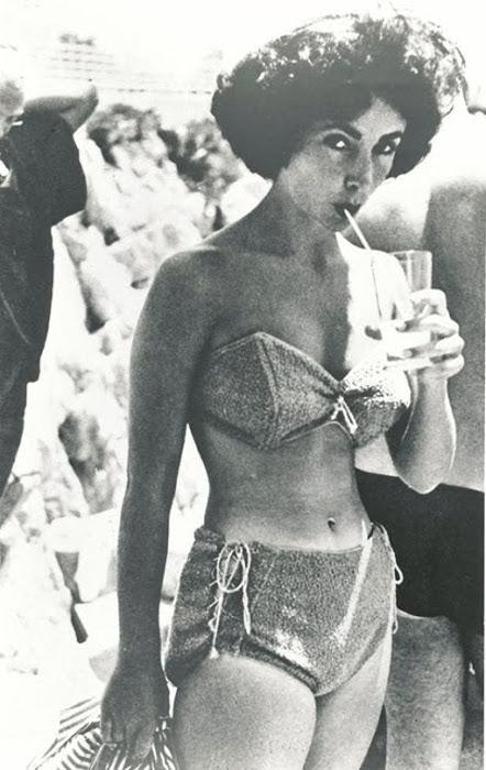 Очередной необычный купальник Элизабет Тейлор.
