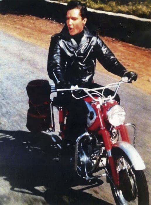 Элвис на Harley Davidson, 1964г.
