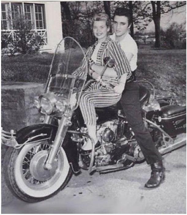 Элвис Пресли и Иванн Лайм на Харлей Девидсон 1957гю