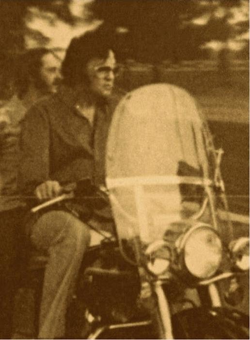 Элвис и его двоюродный брат Билли Смит.