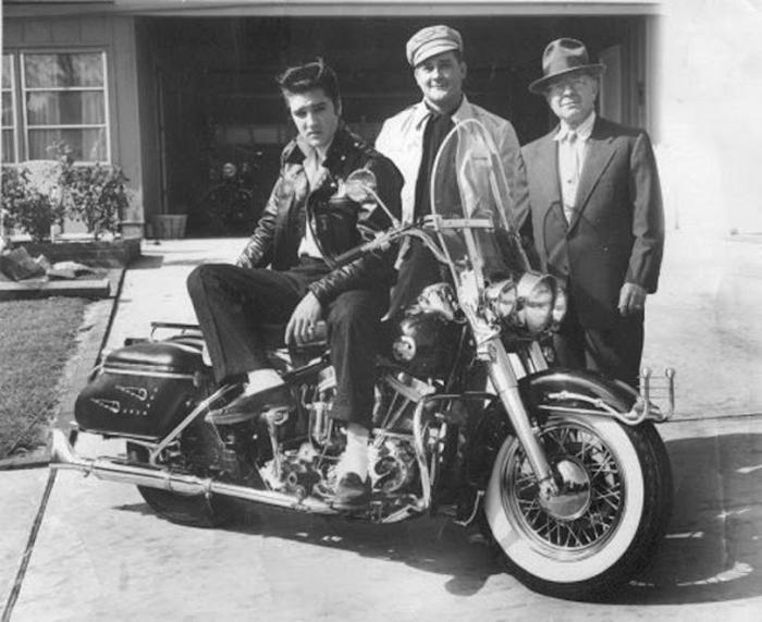 Элвис и его новый Harley, 1956г.
