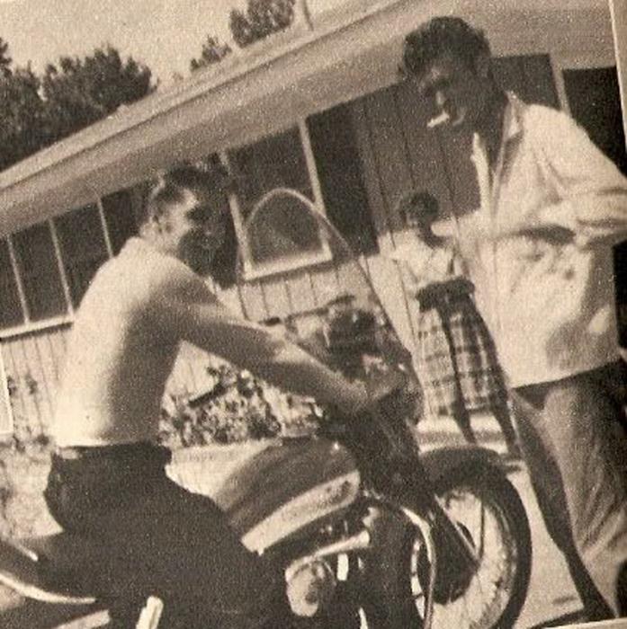 Элвис дома в Мемфисе, июль 1956г.