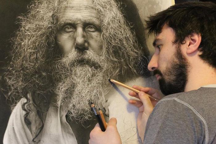 Эмануэль Дасканио во время создания одной из своих работ.