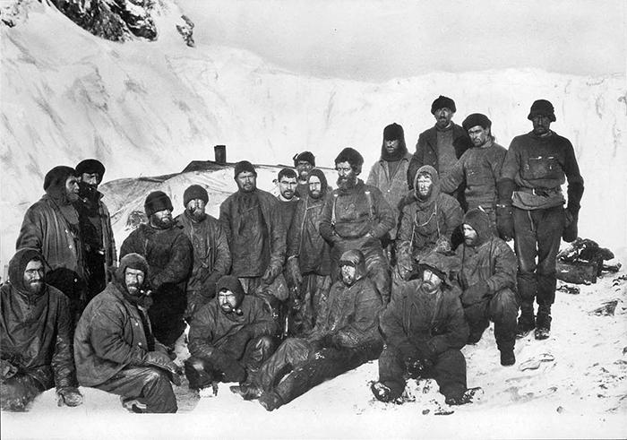Команда Уайлда на острове Элефант.