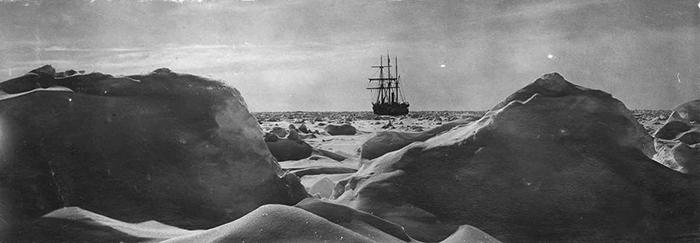 «Эндьюранс» во время экспедиции.