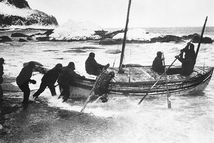 Шеклтон отправляется с острова Элефант к острову Южная Георгия.
