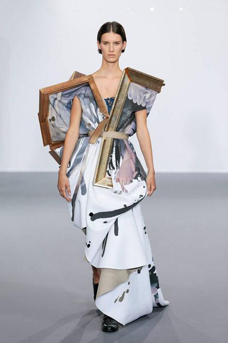Платье с рамкой от картины.