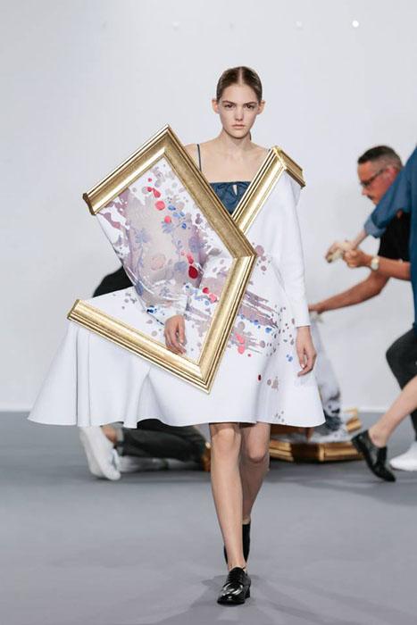 Шедевры живописи вместо платьев.