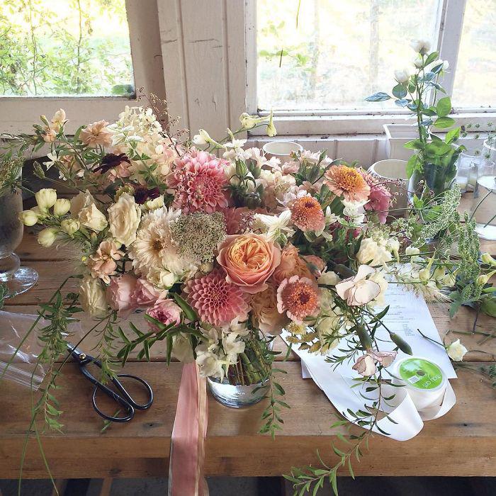Праздничный букет в пастельных тонах.  Instagram floretflower.