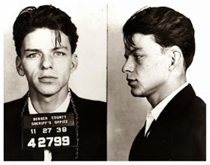 Фотография под арестом: Frank Sinatra.