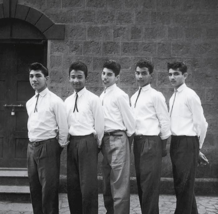 Фаррух (в центре) в старшей школе.