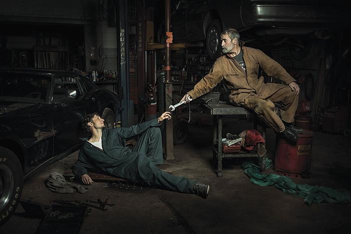 Сотворение механика. По мотивам фрески Микеланджело.  Автор фото: Freddy Fabris.