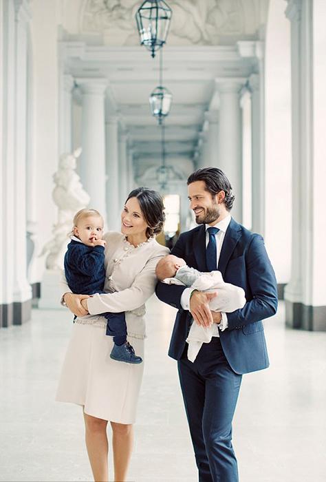 Первый официальный портрет семьи принца Карла-Филиппа после рождения Габриэля.