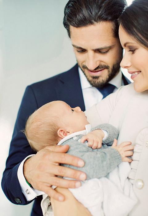 Новые фотографии принца Габиэля со своими родителями.