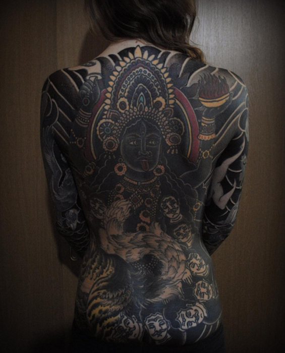 Татуировка, полностью покрывающая спину. Автор: Gakkin.