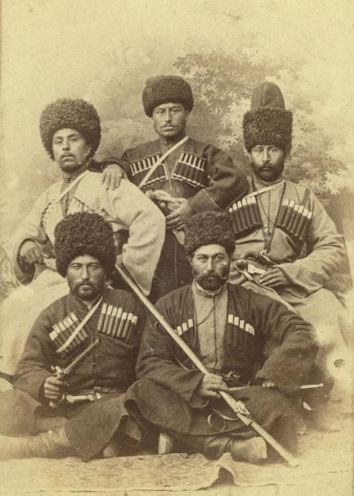 Чеченцы во время свадьбы. Фото: George Kennan.