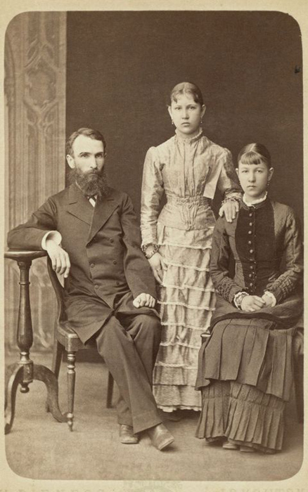 Мужчина с дочерьми. Фото: George Kennan.