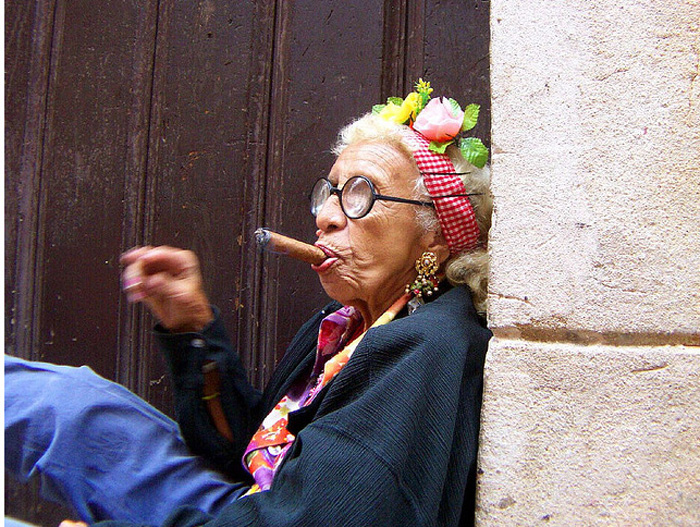 *Если курение - это ее работа, то эта старушка работает, не покладая рук!*