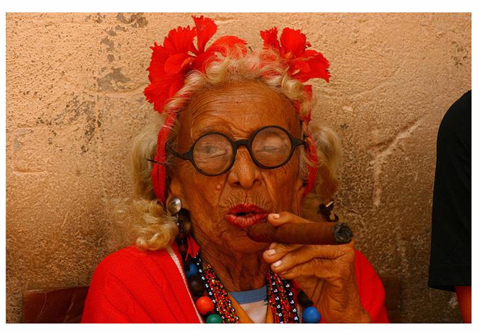 Старушка с улиц Кубы.