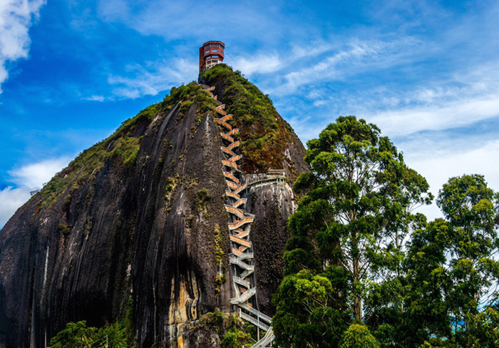 Необычная скала в Гуатапе.