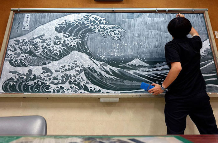 Рисунок мелом по школьной доске от учителя в Японии.