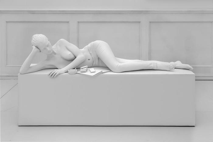 Молчаливая библиотека - женская фигура (2016).
