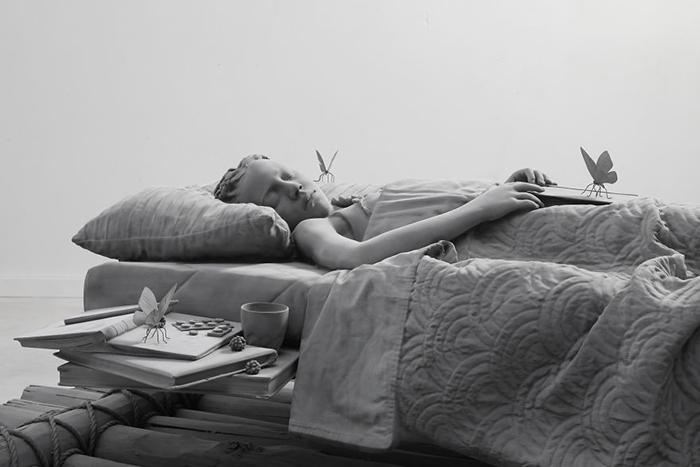 Кровать - плот, а комната - море (2018).