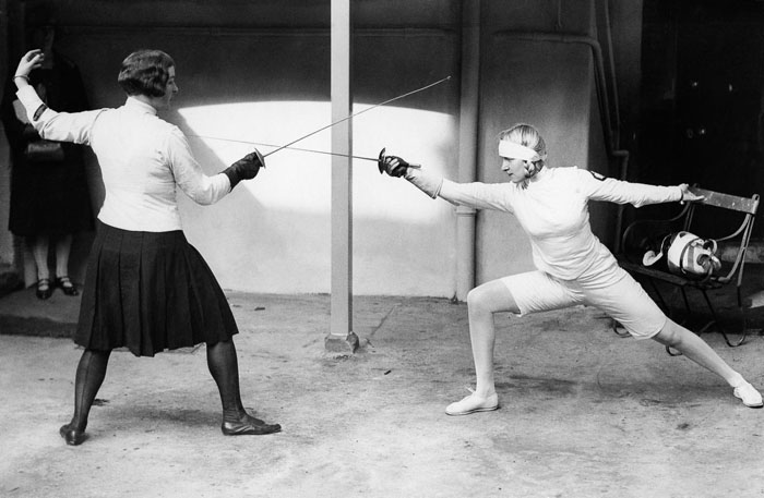 Хелена Майер в белом костюме. 1927 год.