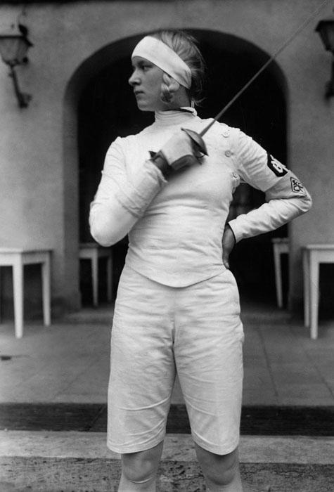 Немецкая фехтовальщица Хелена Майер, 1930 г.