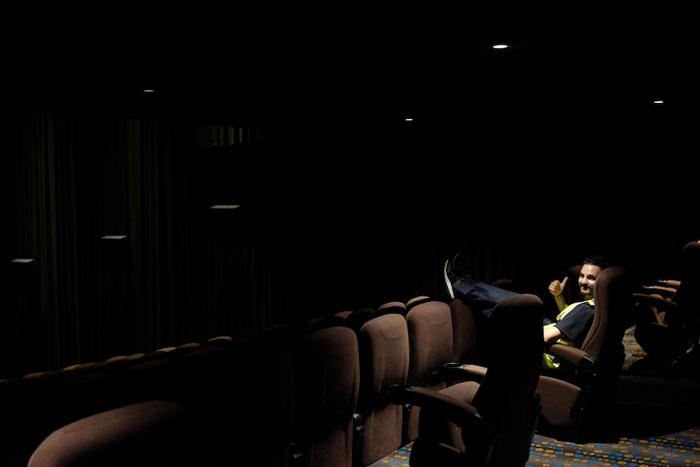 Шон и Дейв в кинотеатре.