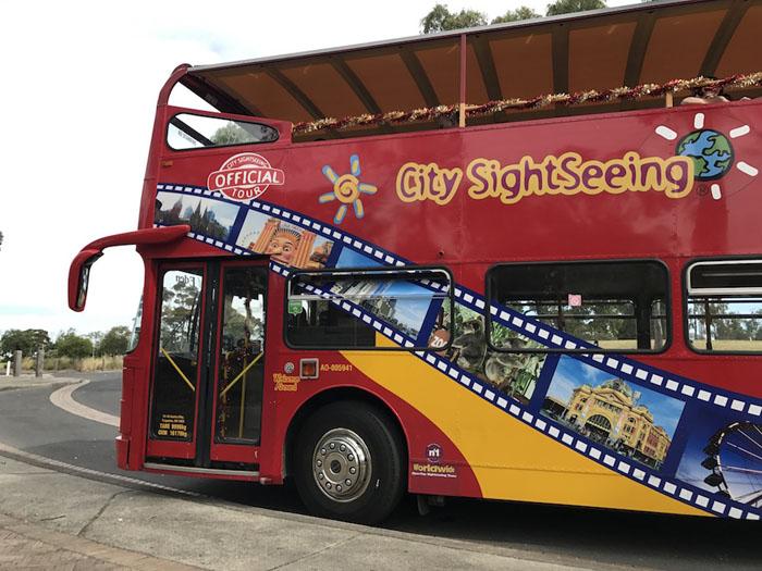 Туристический автобус оказался охраняемым лучше всего.