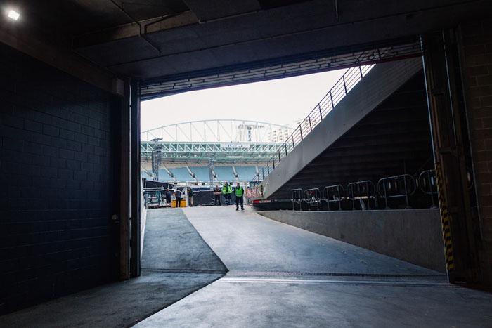 На территории стадиона, где в тот вечер играли Coldplay.
