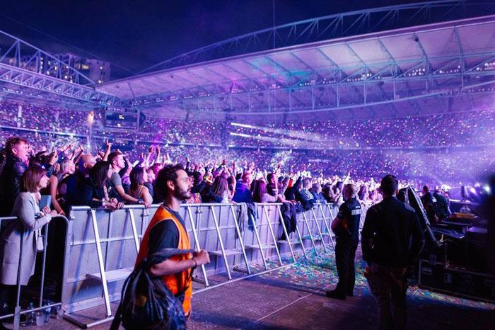 На концерте Coldplay.