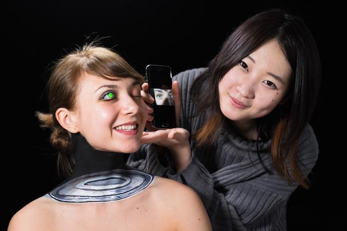 Хикару Чо со своей моделью.