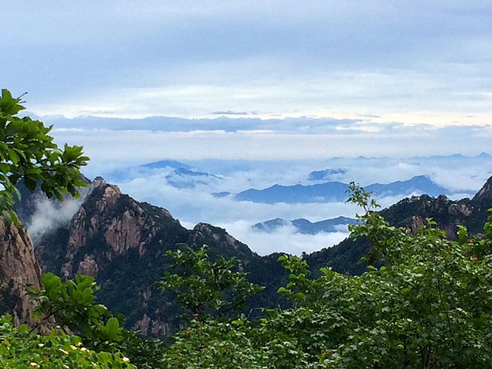 Вид, который открывается с вершины горы.