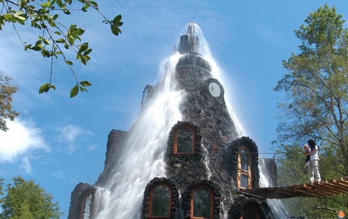 Водопад с *вершины горы*.