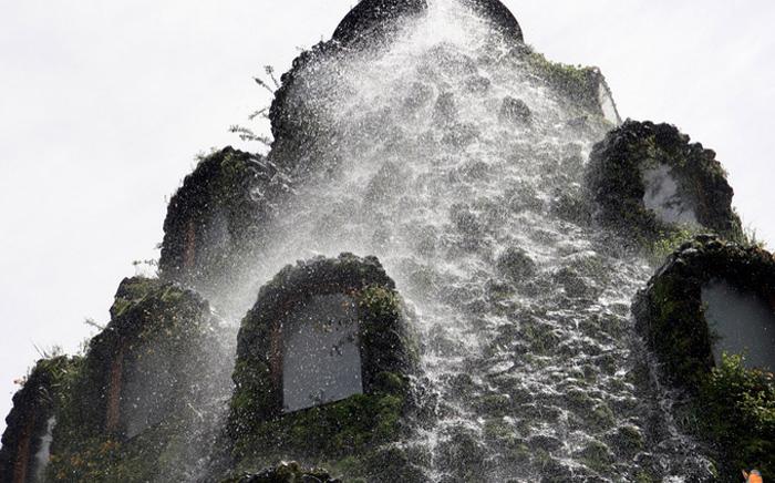 Водопад с вершины горы-отеля.