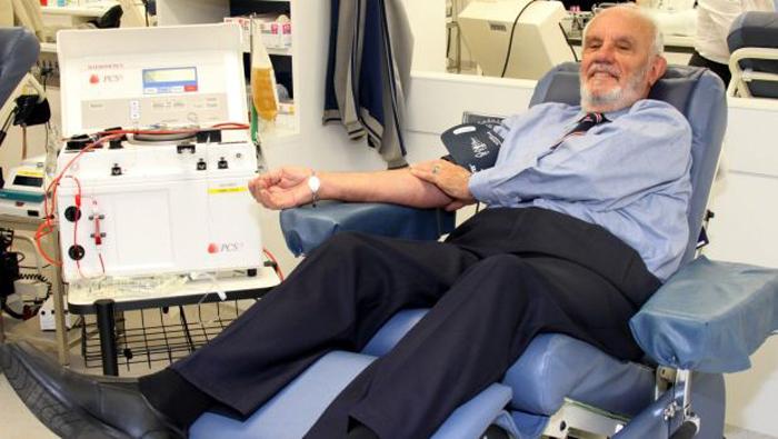 Джеймс Харрисон сдает кровь с 18-летнего возраста.