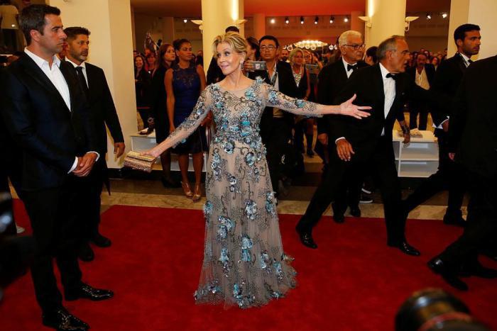 На Джейн было платье от Marchesa.