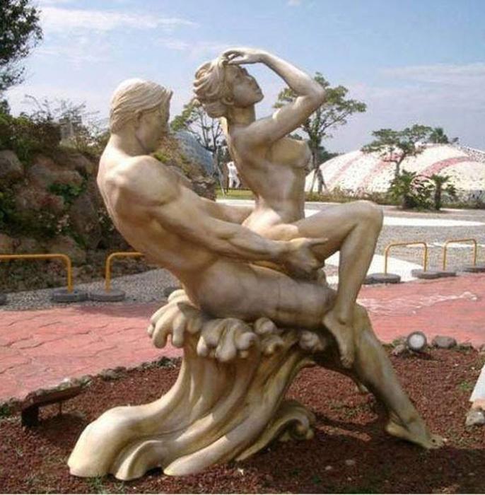 Одна из 140 скульптур парка Чеджу Ловлэнд.