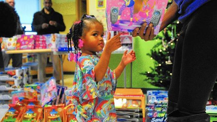 Благодаря Джесси Тендайи, дети в больнице на Рождество не остаются без подарков.