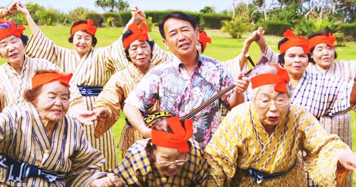 Японская музыкальная группа из 33 бабушек.